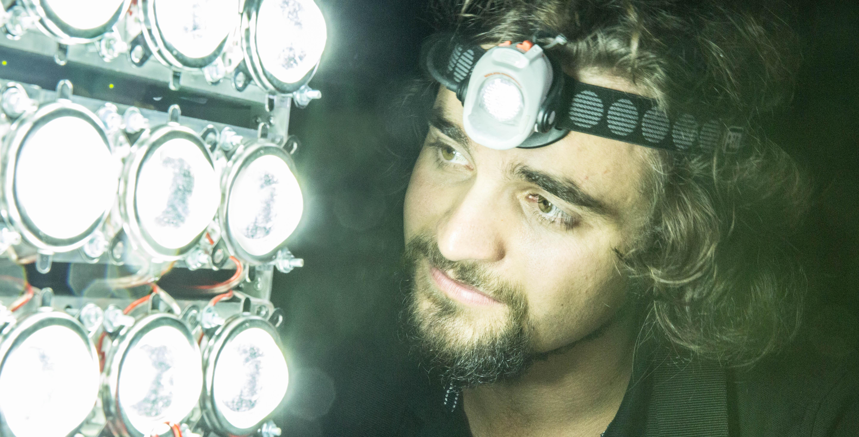 LED Drohne aerolution.tv Lukas Maurer Filmproduktion drohnenpilot München oberbeleuchter set belcuhtung moving lights