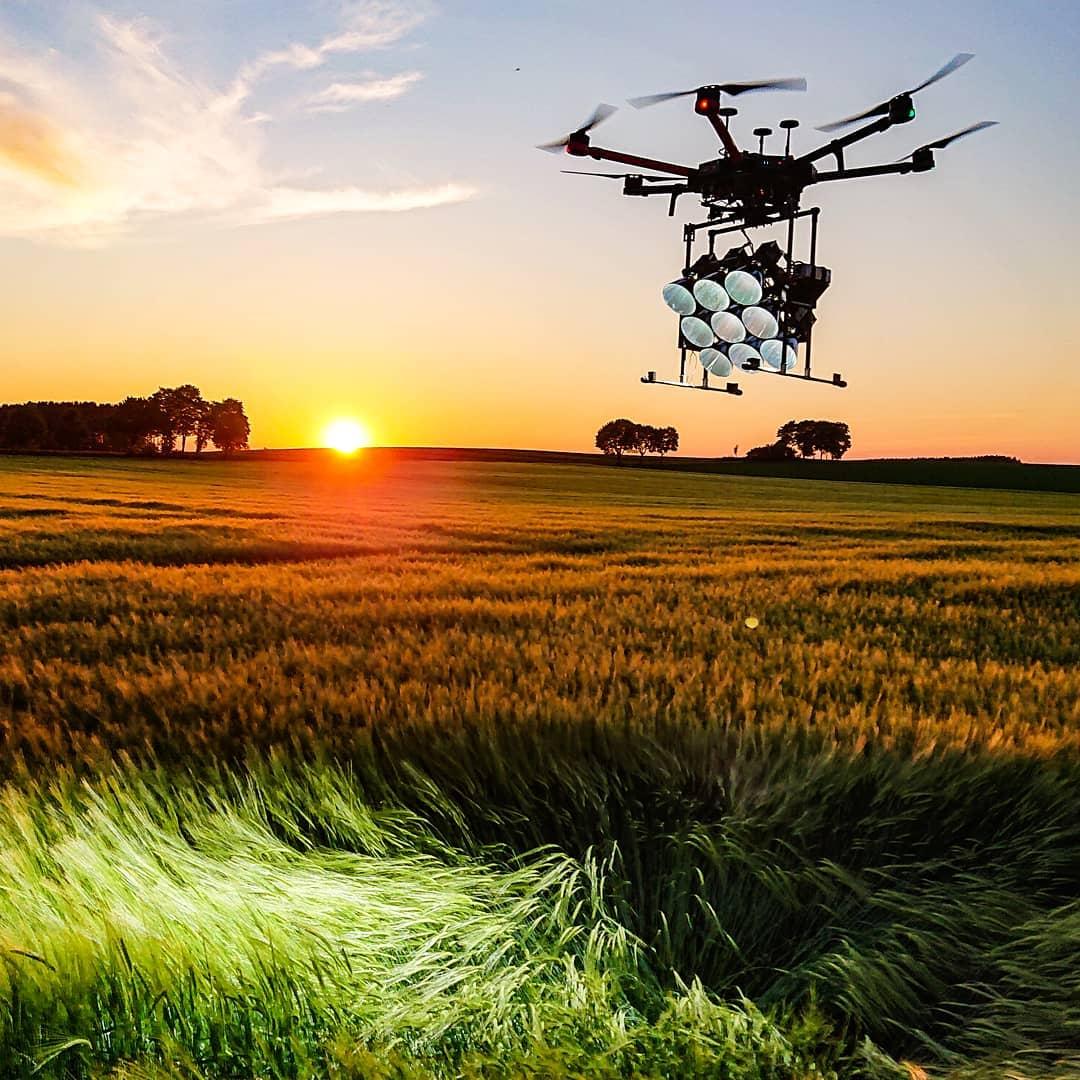 LED Drohne moving lights luftaufnahmen münchen 150.000 lumen aerial led drone light team munich germany bavaria